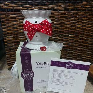 New in the box Valentine Scentsy warmer